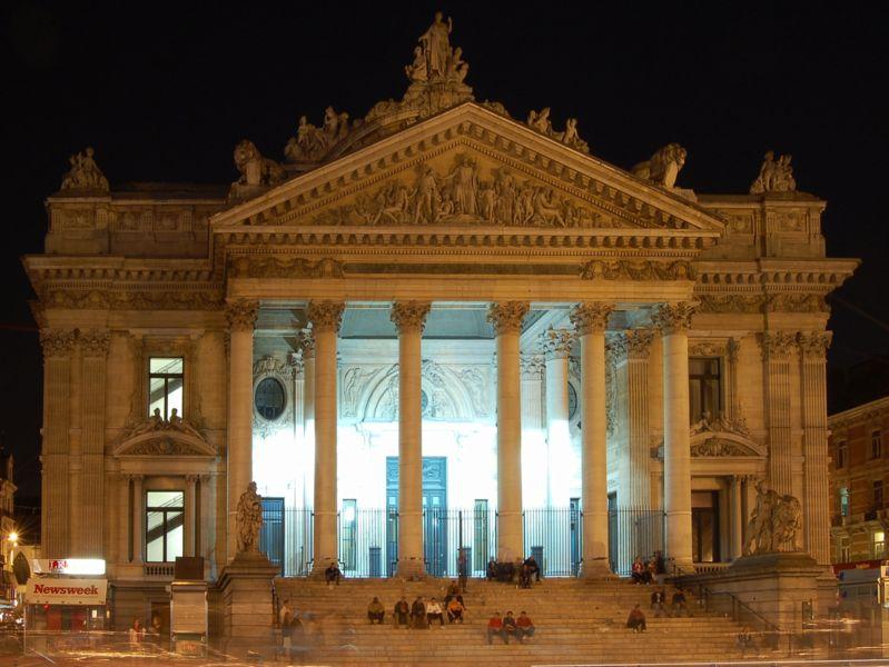 799px-Luc_Viatour_Bruxelles_bourse.JPG